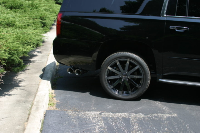 Callaway Suburban Exhaust Tips / Wheels